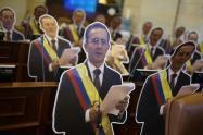 Muñecos de Uribe en la Cámara de Representantes