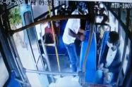 Pasajero apuñalado salva a un bus de un atraco a cuchillo en Barranquilla
