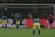 Vidal anota gol de penal