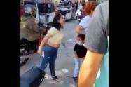 Graban a dos mujeres discutiendo por el amor de un hombre