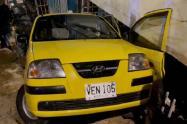 Taxista se lanzó de su carro en movimiento