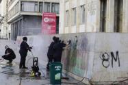Mujeres tuvieron que limpiar el vandalismo de otras mujeres en protestas