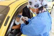 Taxistas vacunándose