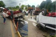 Tractomula se volcó tras chocar en Silvania, Cundinamarca