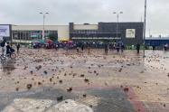 Portal Américas amaneció lleno de piedras tras hechos vandálicos el 9 de junio