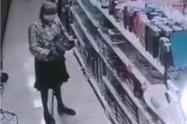 Anciana robando