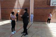 Así reciben clases de defensa personal un grupo de mujeres en Bogotá