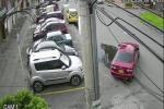 Carro con el que hurtan llantas en Bogotá