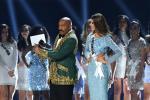 Gabriela Tafur en Miss Universo junto a Steve Harvey