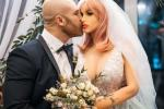 Fisicoculturista se casó por lo alto con su muñeca de silicona