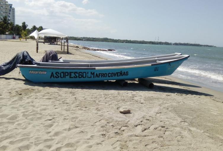 Pecadores apoyan la búsqueda de un caimán en el mar de Coveñas
