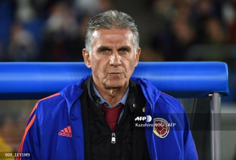Carlos Queiroz dirigiendo a Colombia en el partido frente a Corea del Sur