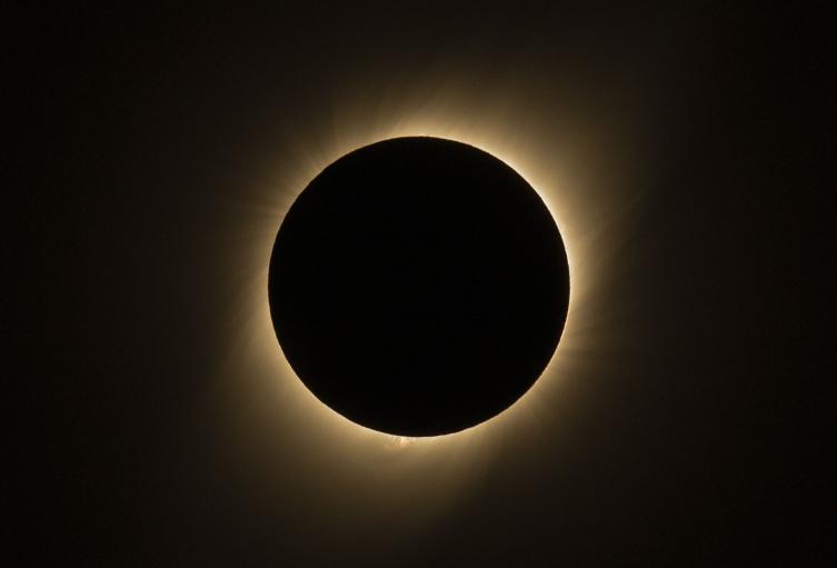 Eclipse solar visto en Sur de La Silla en La Higuera (Región de Coquimbo), Chile.