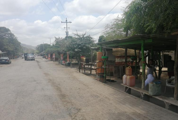 En un 95% de la población de Cuestecitas vive de la venta de combustible ilegal