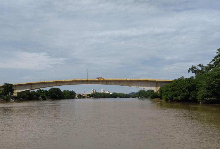 Sobre el  río Sinú  en Montería hay dos puentes.