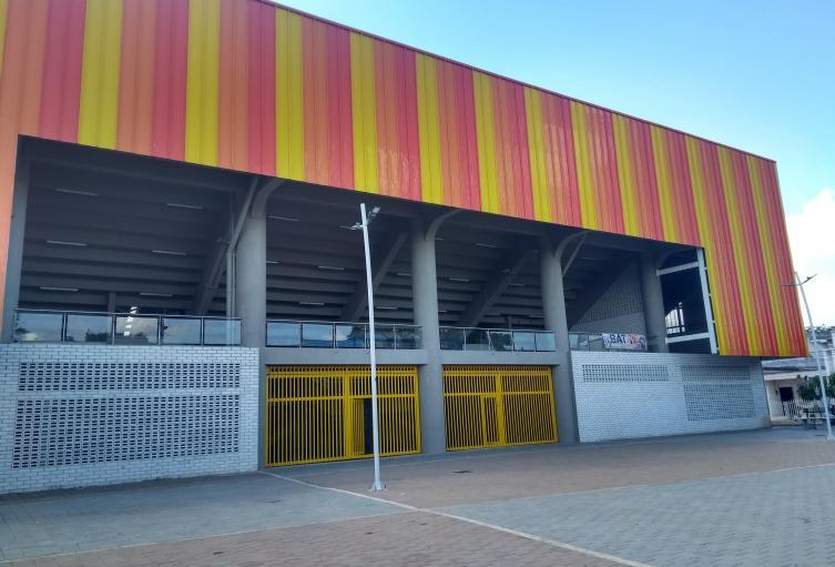 El coliseo es utilizado para practicas de varios deportes.