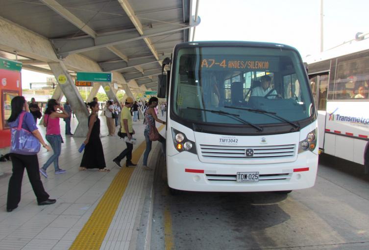 Los estudiantes fueron retirados de la estación de buses.