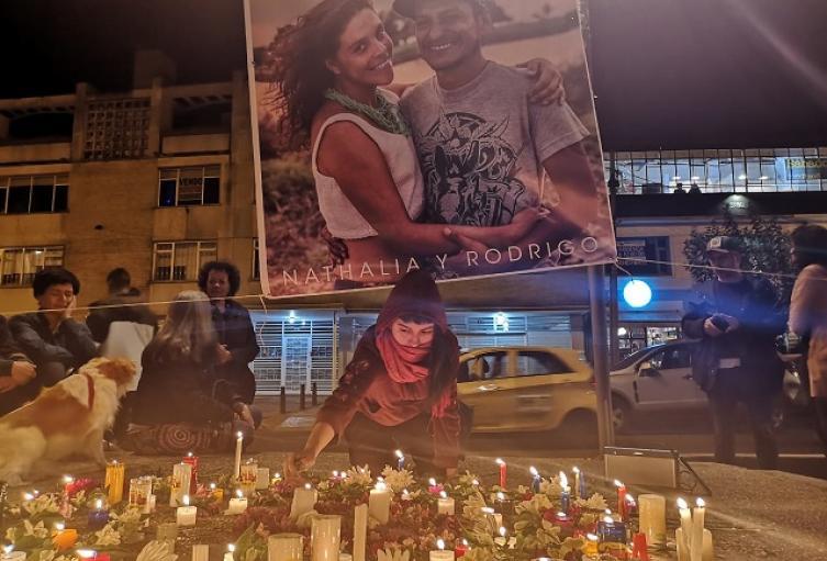 Velatón en homenaje a la memoria de Nathalia Jiménez y Rodrigo Monsalve en diciembre de 2019.