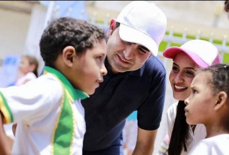 Gobernador con Niños