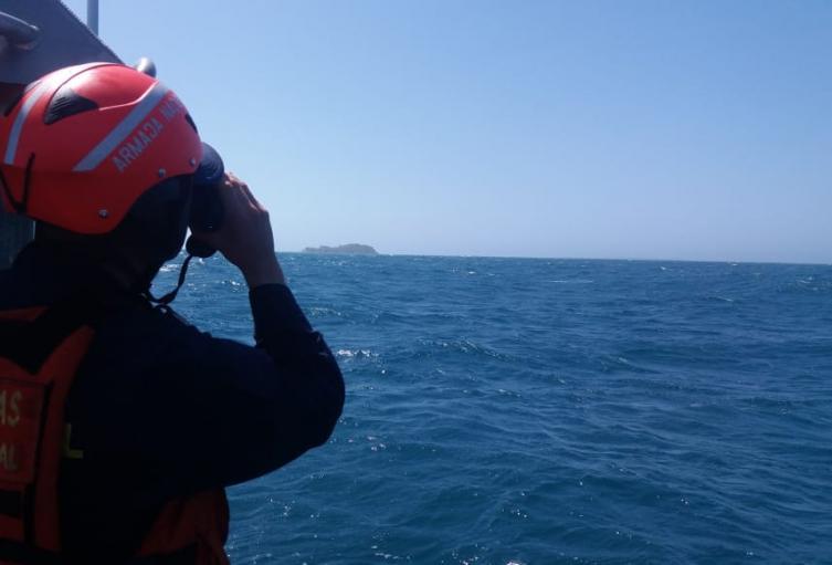 El cuerpo de Guardacostas del Caribe sigue con los operativos por mar y tierra para dar con el paradero del extranjero.