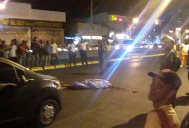 Abuelito murió bajo las llantas de un carro al ser arrollado cerca del mercado de Bazurto