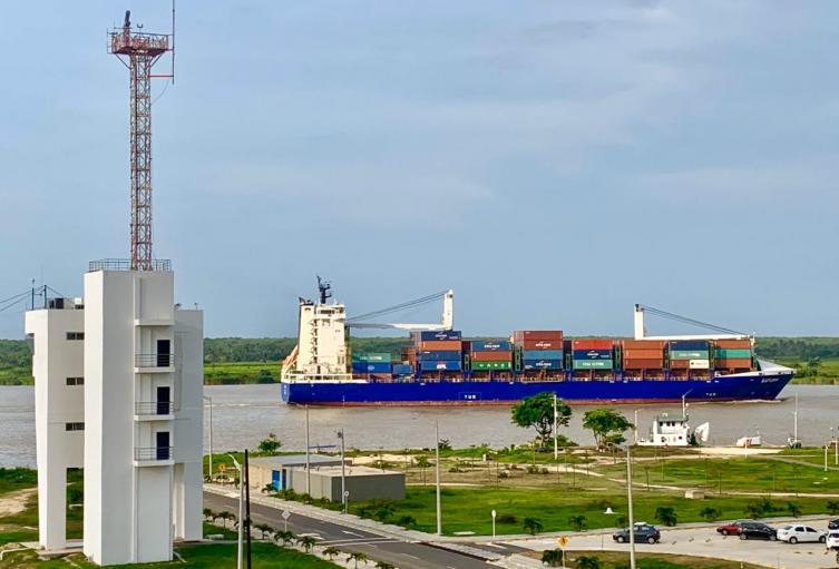 Embarcaciones en el puerto de Barranquilla