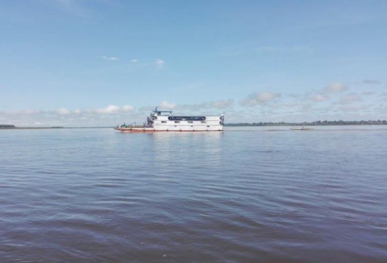 Embarcación en el río Amazonas