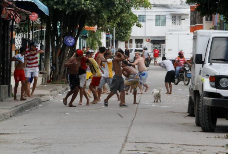 Las tradicionales Guerras de Bolsitas de Agua, se han transformado en una Batalla de Pandillas