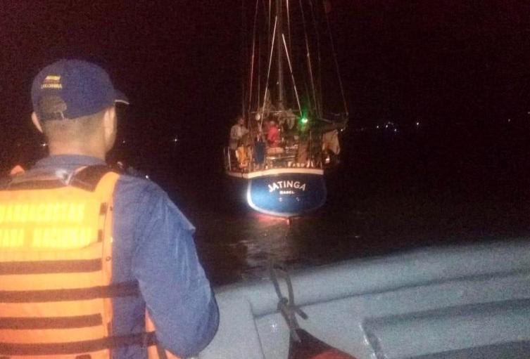 La embarcación presentó problemas de máquinas.