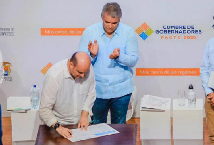 Este acto hizo parte de la clausura de la Cumbre de Gobernadores que se realizó en Cartagena