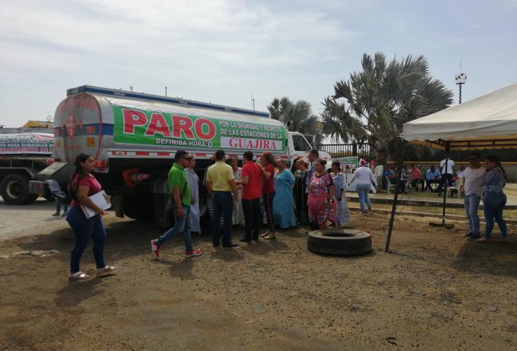 continúa el paro de los vendedores legales de combustible en La Guajira