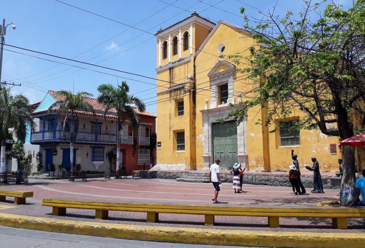 Con vallas de la Policía fue cerrada la Plaza de la Trinidad