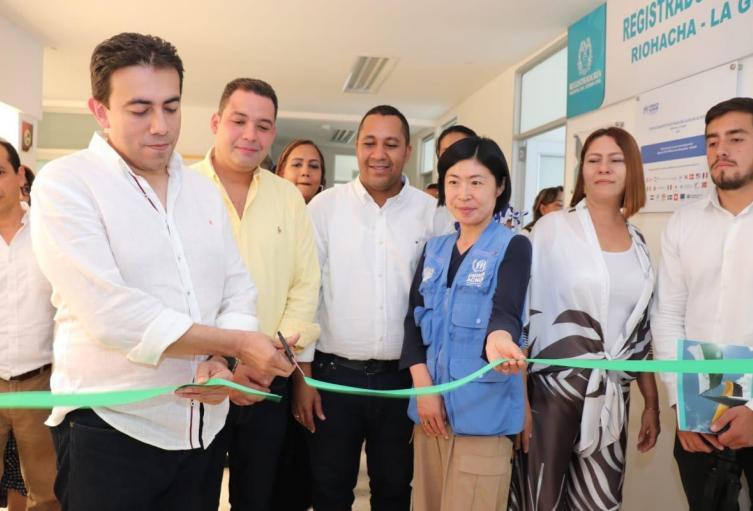 en su paso por La Guajira el registrado inauguró la registraduría auxiliar de Riohacha