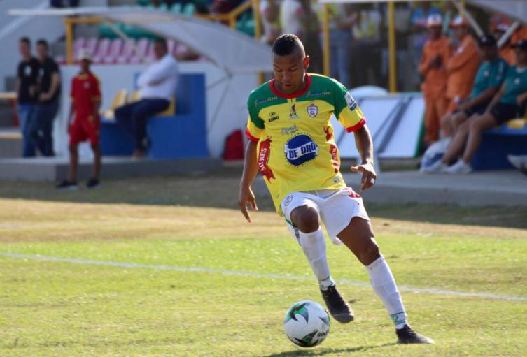 Robert Harrys, volante de Real Cartagena