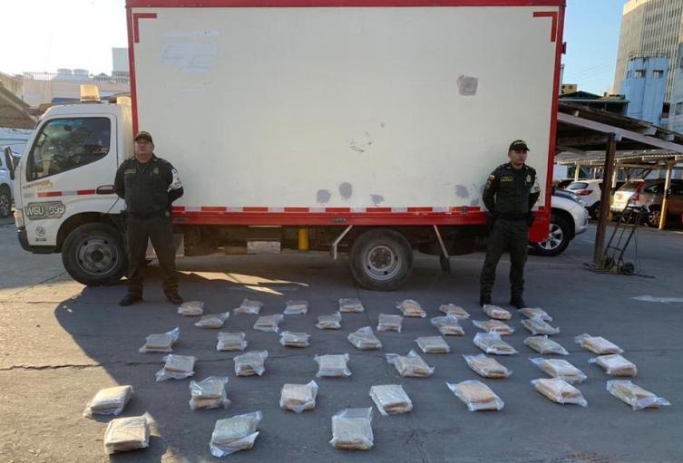 El furgón fue incautada con 46 kilos de marihuana.