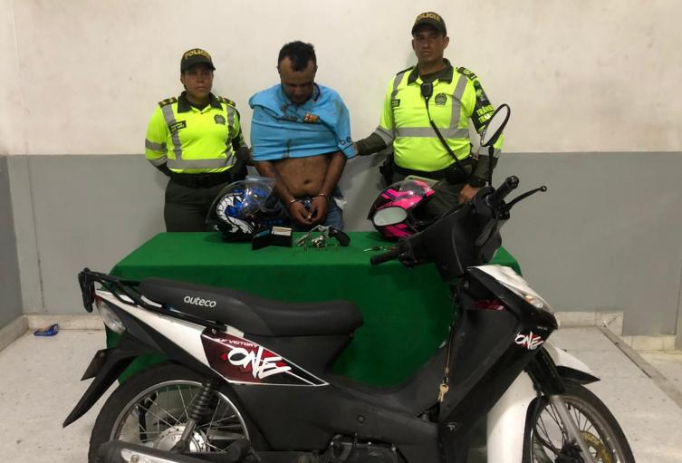 Chocaron la moto cuando huían de la Policía.