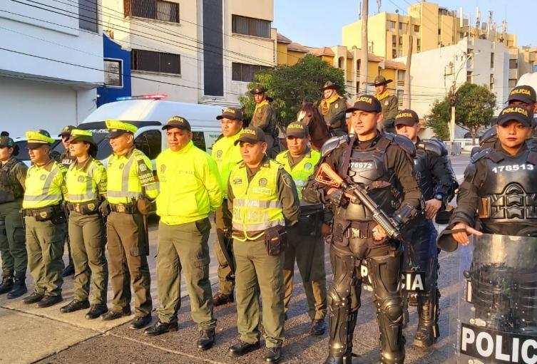 Los uniformados estarán pendientes de la seguridad del desfile