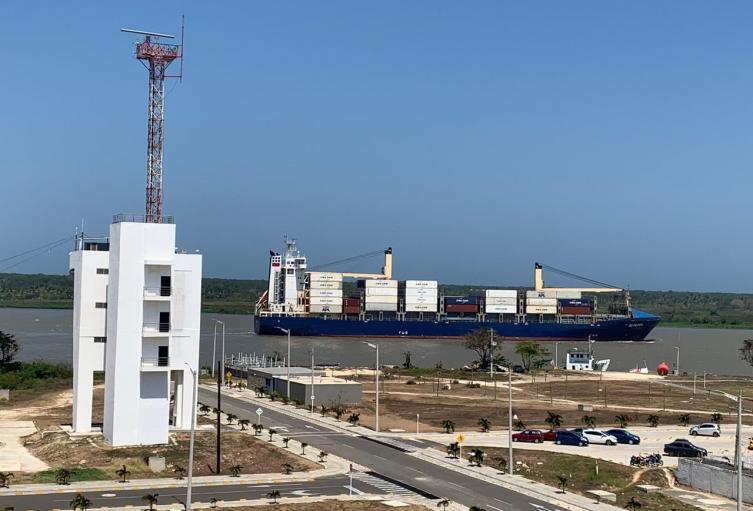 El buque quedó varado en Bocas de Ceniza.