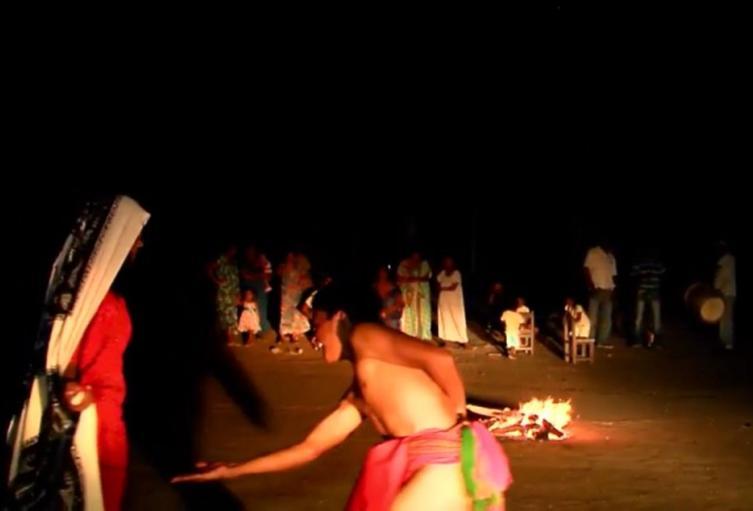 Indígenas danzando la Yonna, baile tradicional Wayuu