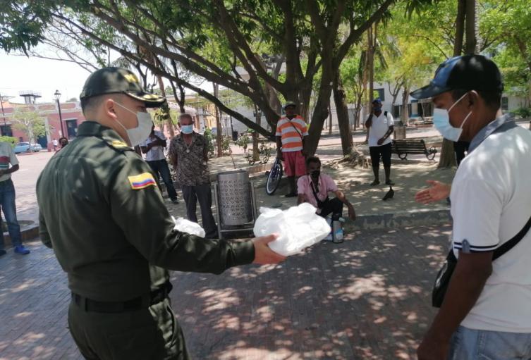 Policia, Entrega de almuerzos, Santa Marta