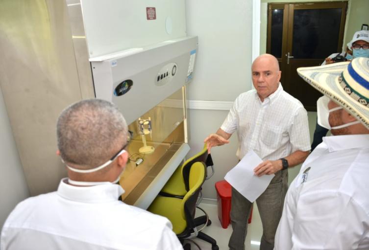 El laboratorio recibió la certificación en la tarde de ayer.