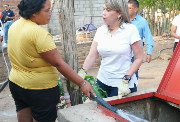 Inició la entrega de agua en carrotanques a barrios vulnerables en Santa Marta para mitigar el flagelo de la falta de agua
