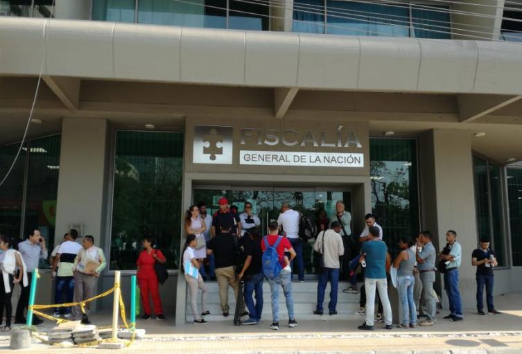 Los fiscales protestaron en la entrada de la Fiscalía.