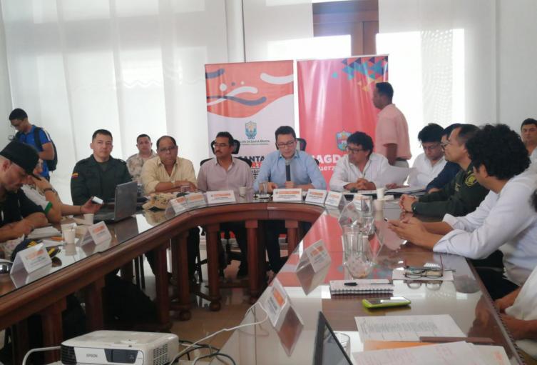 El gobernador Carlos Caicedo Omar luego de un consejo departamental y diatrital de Gestión se Riesgo decidieron decretar Emergencia Sanitaria en todo el Magdalena.