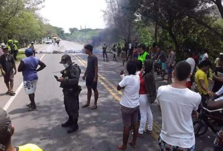 habitantes bloquearon la vía que de Casacará conduce a Codazzi  en Cesar