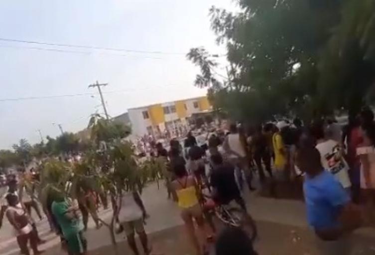 Los habitantes exigen la entrega de ayudas humanitarias para poder aguantar el aislamiento preventivo.