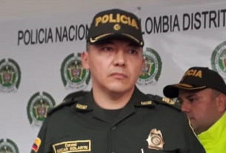 Policía Metropolitana, Santa Marta, Pico y cédula
