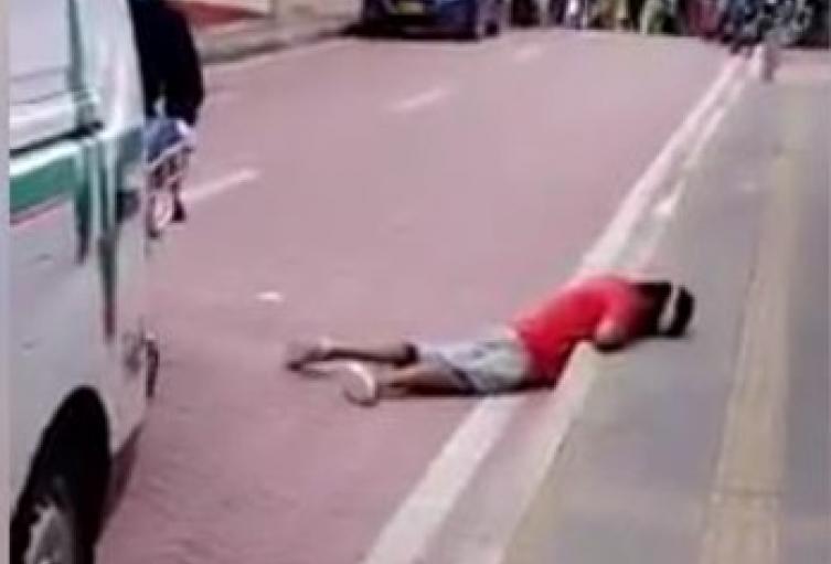 En el centro de sincelejo se desplomó persona de origen venezolano debido a trastornos mentales
