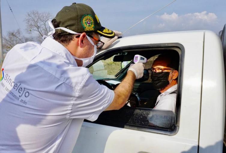 Con cinco  puestos de control en las entradas de la ciudad,Alcalde realizò control sanitario.