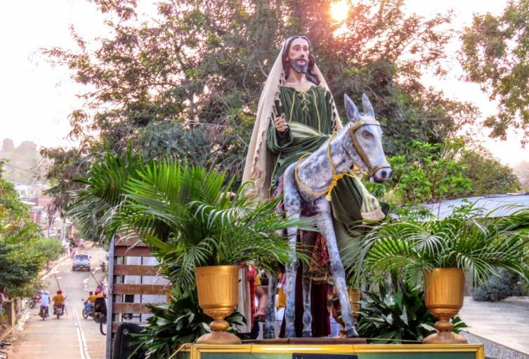 Virtualmente conservan la tradición de las procesiones.